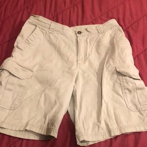Columbia Mens sz 34 shorts.  10 inch inseam